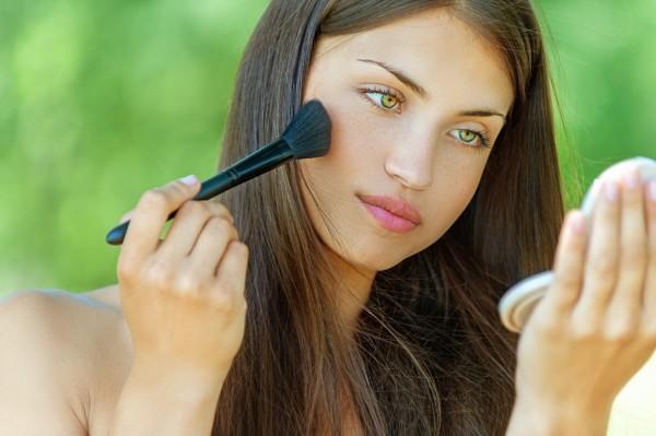 schminktipps-so-haelt-das-make-up-auch-im-sommer