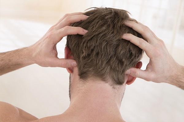 Was-hilft-bei-trockener-Kopfhaut